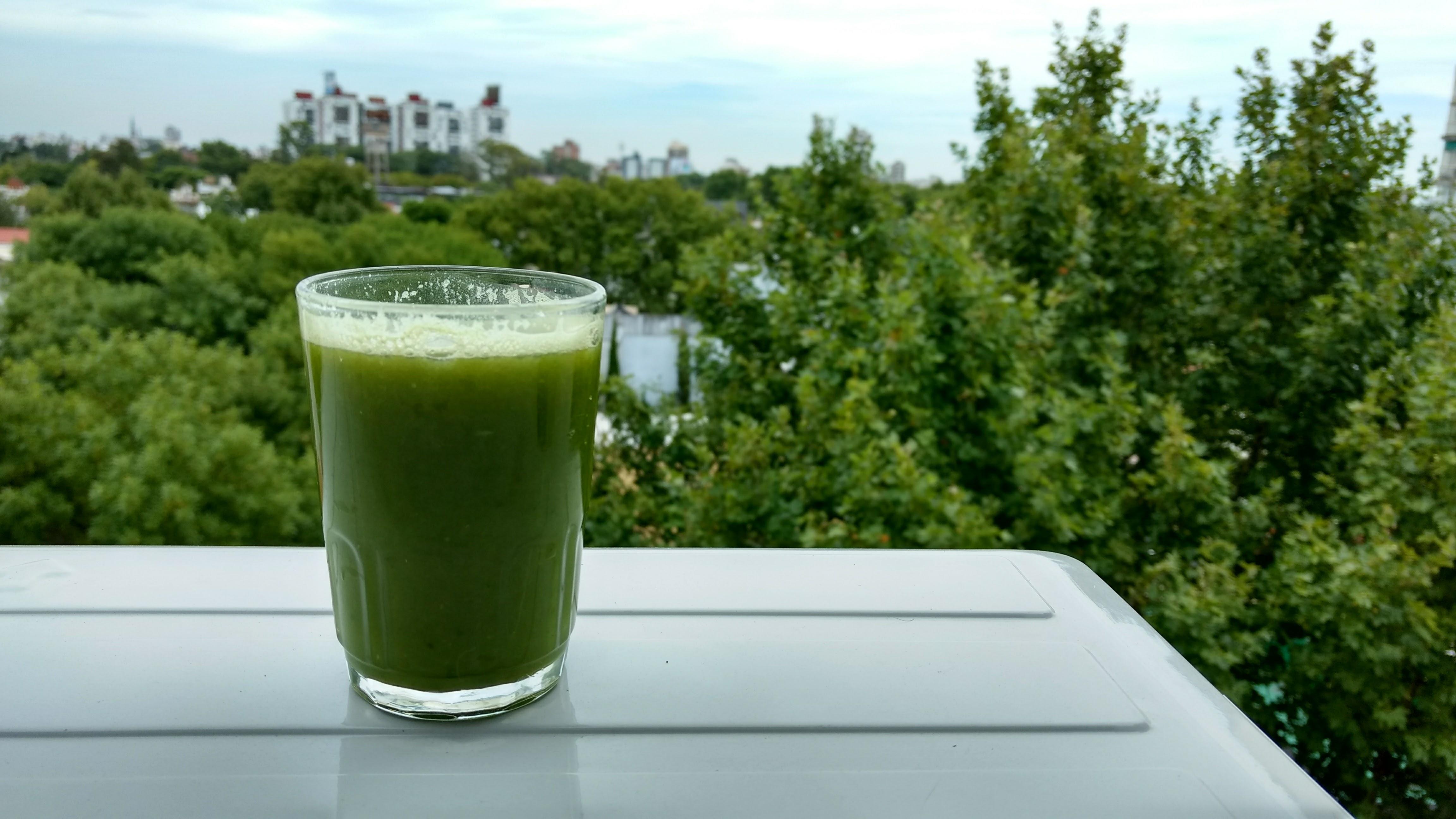 jugo verde detox pepino, anana, pomelo, apio