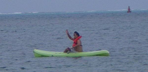 Haciendo Kayak en Mar Azul